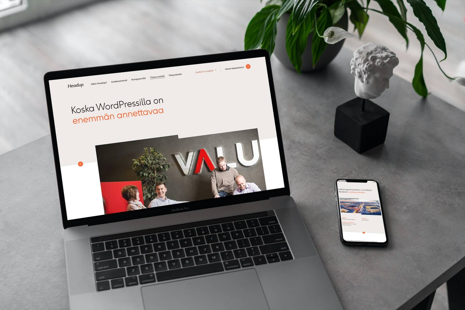 Headup verkkosivut läppärillä ja mobiilissa